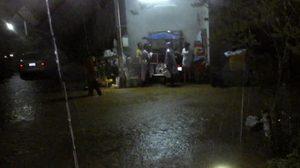 ฝนถล่ม! จันทบุรี ทำน้ำป่าไหลหลาก ต้องอพยพผู้ป่วยชั่วคราว
