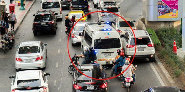 คนรุมค้าน สธ.สั่งรถพยาบาล ห้ามฝ่าไฟแดง-ให้ใช้ความเร็วไม่เกิน 80 กม./ชม.