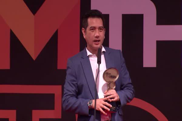 จีระศักดิ์ โจมทอง ตัวแทนยิม วรชิต กนิตศรีบําเพ็ญ รับรางวัล Top talk about Sportsman