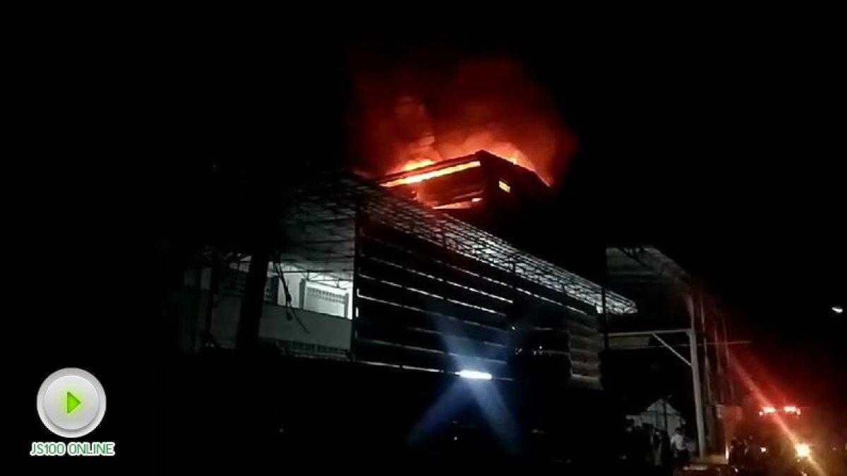 เพลิงไหม้ข้ามคืน! โรงงานผลิตพัดลม ซ.ประชาอุทิศ 33 เขตทุ่งครุ