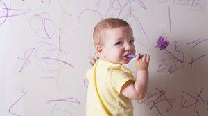10 วิธี ขจัดคราบดินสอสี ให้หมดเกลี้ยงออกจากผนัง