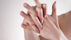 การหักและดึงนิ้ว จะเกิดผลอย่างไรบ้าง นักวิจัยเผยคำตอบนี้