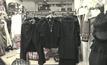 กระทรวงพาณิชย์ กำหนดมาตรการควบคุมเสื้อดำและชุดไว้ทุกข์