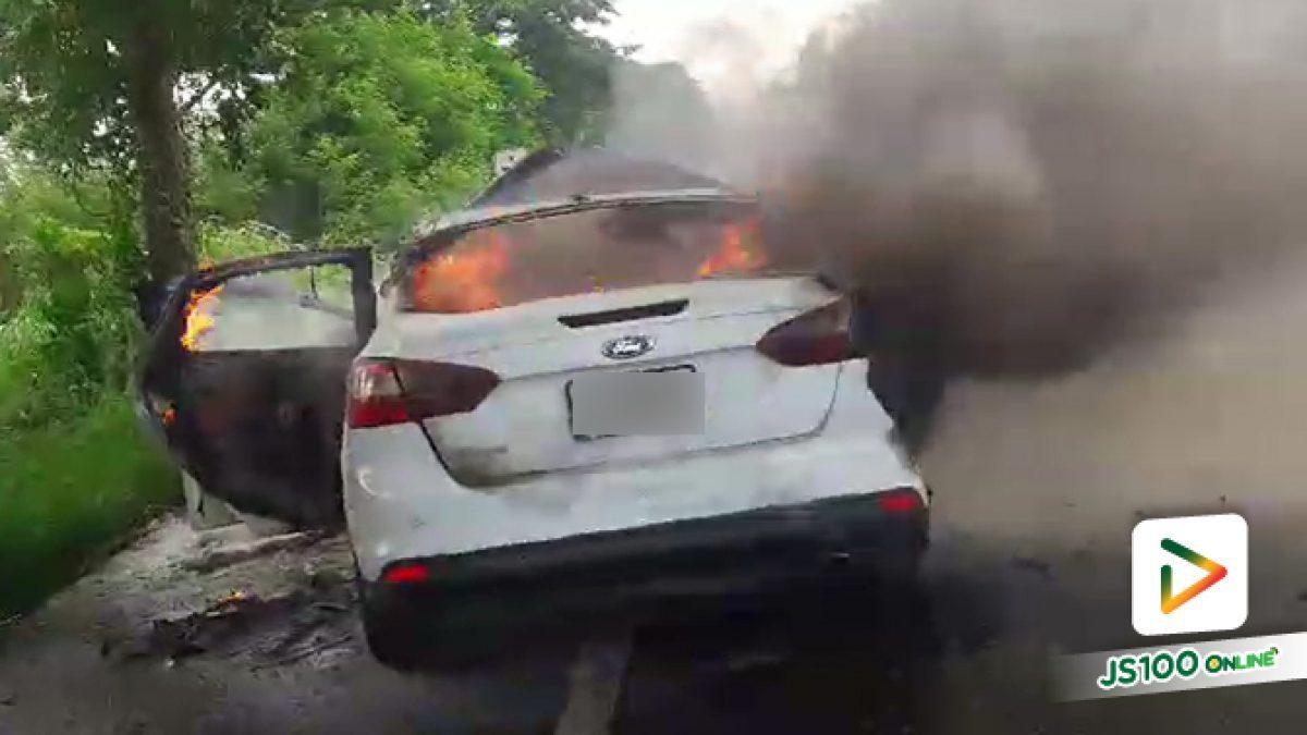 คลิปเหตุรถเก๋งฟอร์ด ถูกรถบรรทุกชนท้ายที่หัวหิน จนไฟลุกท่วม คนในรถบาดเจ็บ 8 คน