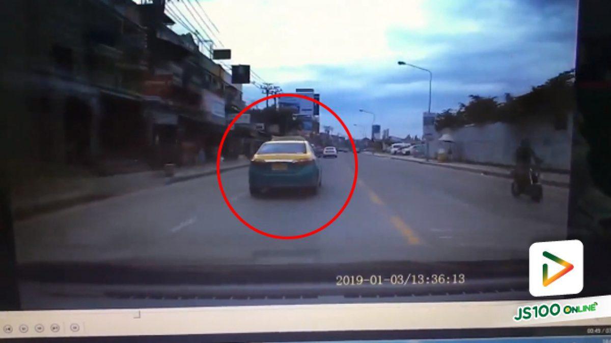 คลิปแท็กซี่เบรคกระทันหันเผื่อจอดรับผู้โดยสาร (04-01-62)