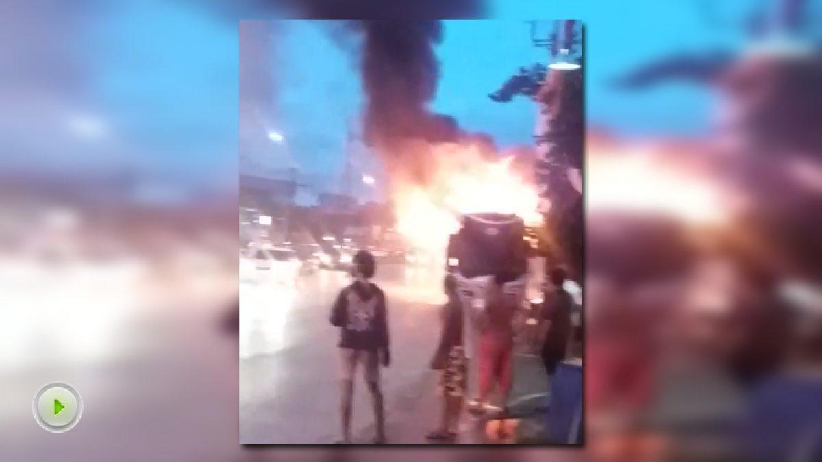 คลิปเหตุเพลิงไหม้รถบัสนักท่องเที่ยวชาวจีน จ.ภูเก็ต (25-11-60)