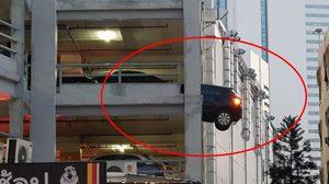 ระทึกกลางเมือง! เกิดเหตุรถยนต์ทะลุอาคารจอดรถ The Street รัชดา