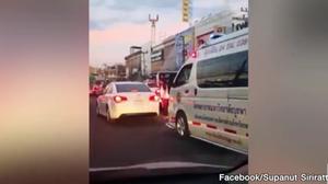 ตำรวจออกหมายเรียก เจ้าของรถเก๋งขวางรถพยาบาล