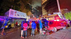ไฟไหม้อาคารใกล้ 'โบ๊เบ๊ ทาวเวอร์' ร้านค้าใกล้เคียงได้รับผลกระทบ