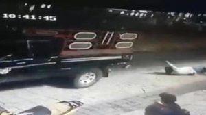 เผยคลิปชาวเม็กซิกันจับนายกเทศมนตรีผูกท้ายรถบรรทุกแล้วลากไปกับถนน