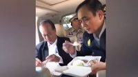 เปิดคลิป 'บิ๊กตู่' กินข้าวบนรถ ขณะลงพื้นที่สมุย หลังเครื่องบินขัดข้อง