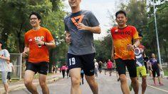 'ธนาธร' นำทีมอนาคตใหม่ วิ่งพบปะชาวกรุงเทพฯที่สวนลุมฯ
