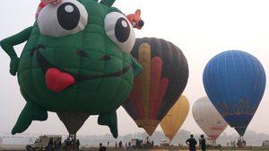 ภาพทัชมาฮาลในสายหมอก กับเทศกาลบอลลูน 2015