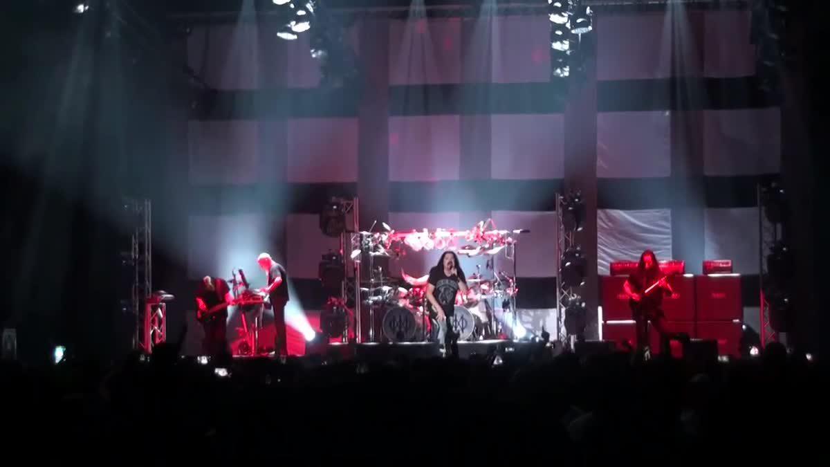บรรยากาศสุดมันส์! คอนเสิร์ตสุดอลัง ของ DREAM THEATER