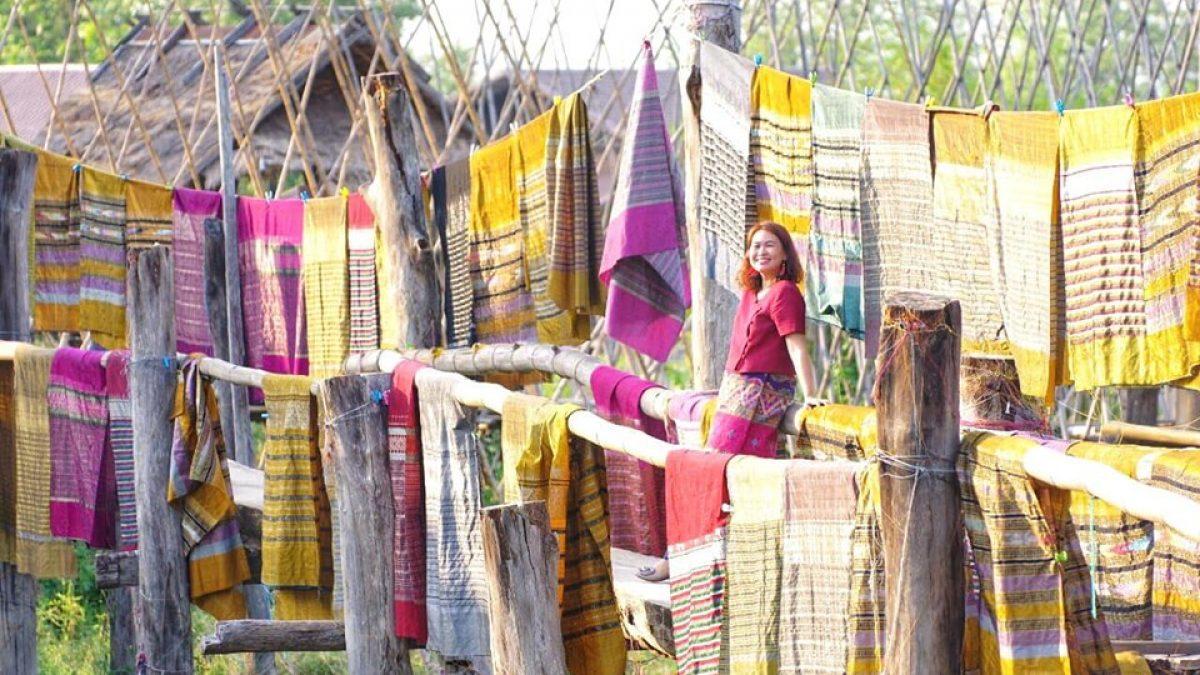 บอกเล่าเรื่องราวผ่านผ้าไทย โดย อาจารย์สาวผู้ใส่ผ้าไทยไปสอนหนังสือทุกวัน