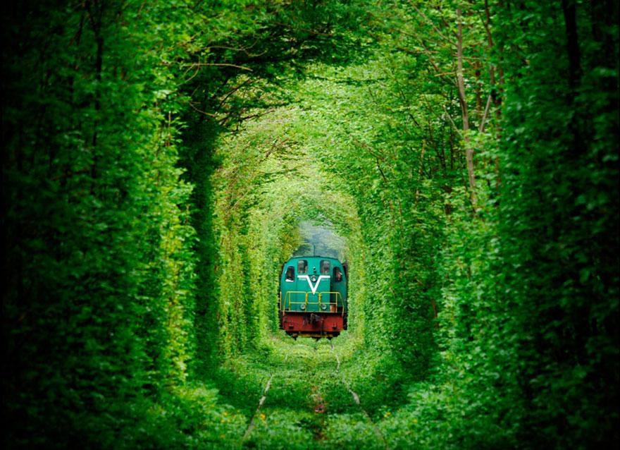 17-tunnel-of-love-ukraine