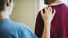 """2 ประโยคที่ไม่ควรพูด เวลาไปเยี่ยมคนป่วย""""เดี๋ยวก็หายแล้ว"""" และ """"สู้ สู้"""""""