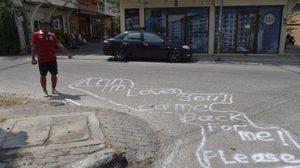 จวกยับ ฝรั่งถูกสาวไทยทิ้ง พ่นสีสเปรย์เขียนง้อบนพื้นถนนเมืองพัทยา
