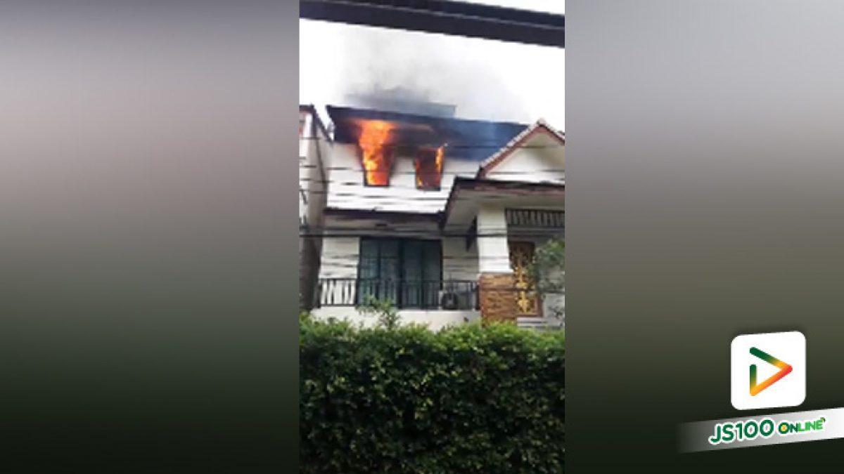 เกิดเหตุเพลิงไหม้บ้านเรือนจากไฟฟ้าลัดวงจร ซอยสุขุมวิท 52 เขตพระโขนง (19-9-61)
