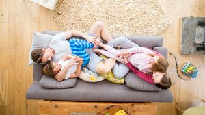 4 เคล็ดลับบ้านสะอาด ไร้ฝุ่นควัน สะสม ปกป้องครอบครัว จาก สภาพอากาศเลวร้าย