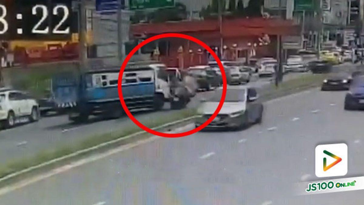 รถบรรทุกหักหลบเก๋ง ชนรถจยย.เสียหลักล้ม อ้างเบรคไม่อยู่