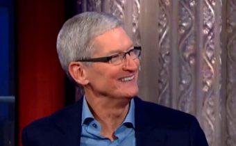 """""""ทิม คุ้ก"""" เงียบกริบ หลังดูหนัง Steve Jobs แบบส่วนตัวกับสตูดิโอ"""