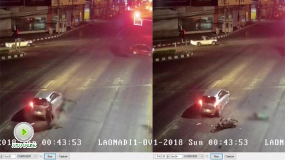 หนุ่มขี่ จยย.พุ่งชนท้ายรถเก๋งจอดติดไฟแดง เสียชีวิต บริเวณแยกเจริญศรี (28-01-61)