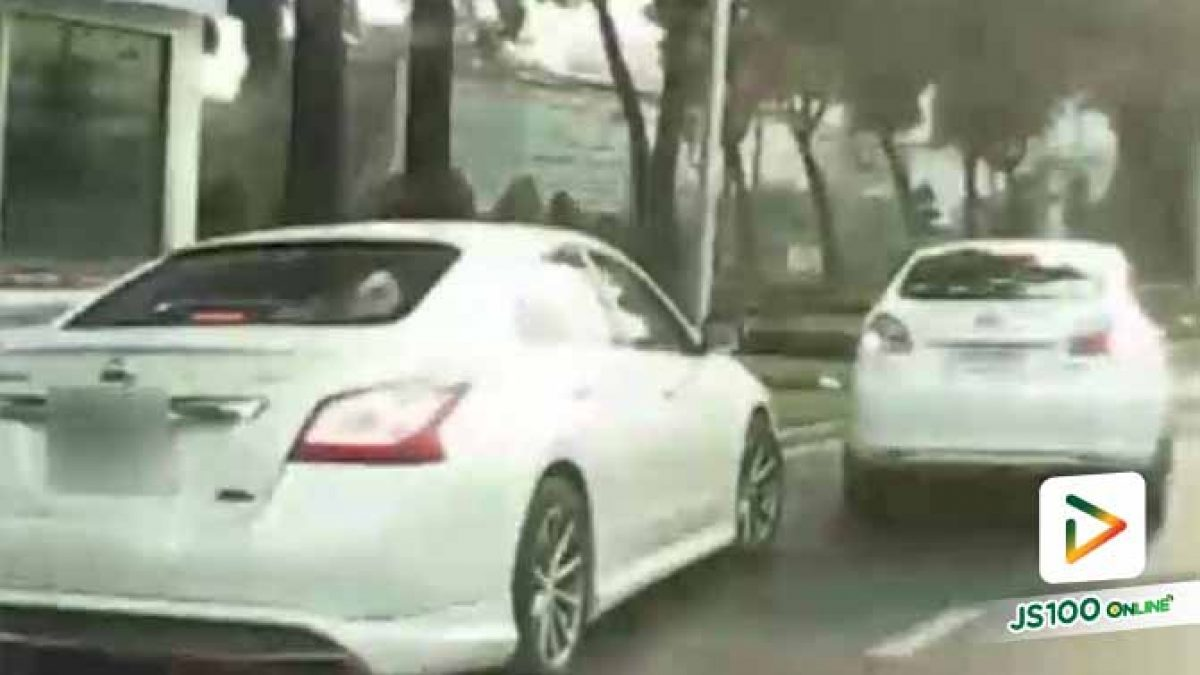 รถคันหนึ่งก็จะแทรก อีกคันก็ไม่ยอม จนเกือบจะทะเลาะกัน