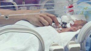 เปิดรับบริจาคช่วยทารกพม่า น้ำหนักเพียง 8 ขีด พ่อแม่ไม่มีเงินเซ็นไม่ขอเข้าไอซียู