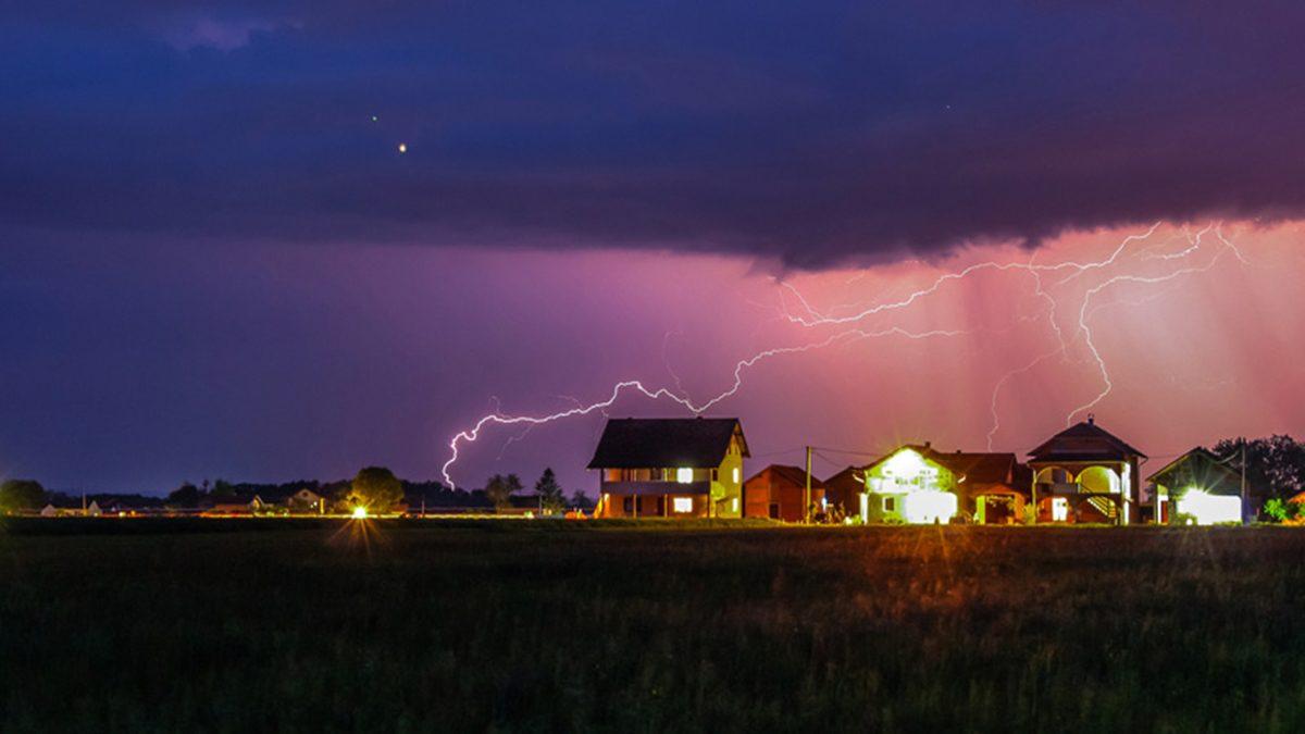 8 เครื่องใช้ไฟฟ้า ที่ต้องระวัง อย่าใช้งานระหว่างฝนตก