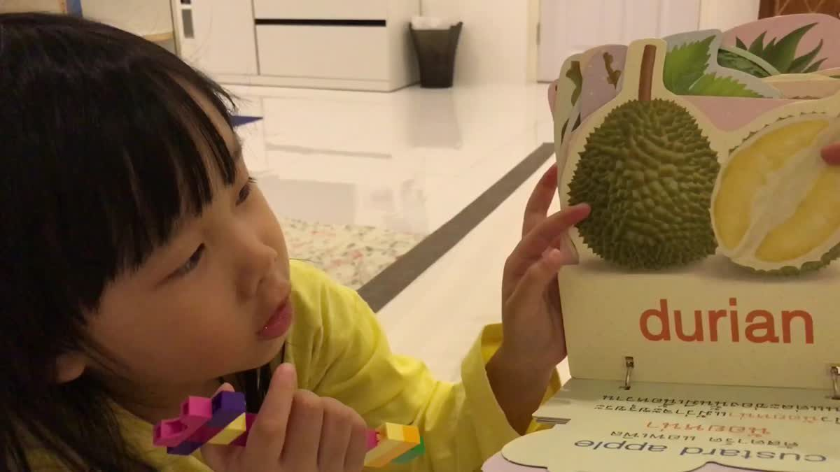 English with Rainnie EP.33 - Learning Fruits with Gin.