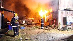 ระทึก! ไฟไหม้โกดังเก็บสินค้ามือสองวอด เสียหายกว่า 2 ล้าน