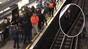 รถไฟ หลายขบวนต้องดีเลย์ เพราะสาวคนหนึ่งกระโดดลงไปเก็บโทรศัพท์บนรางรถไฟ