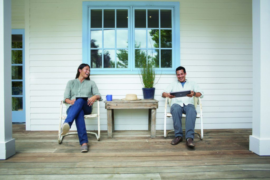 int_brand_652_couple_on_patio