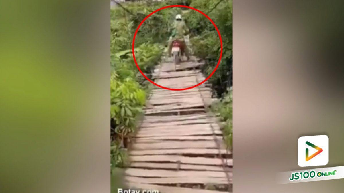 คลิปหนุ่มขับจยย.ข้ามสะพานไม้แบบวัดดวง ที่ต่างประเทศ (08-06-61)