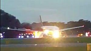 ระทึก! ไฟไหม้เครื่องบินสิงคโปร์ แอร์ไลน์ ขณะลงจอดฉุกเฉิน
