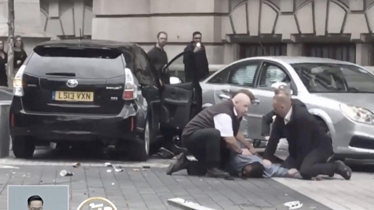 เหตุคนร้ายขับรถชนผู้คนหน้าพิพิธภัณฑ์ในอังกฤษ