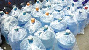 ชายชาวจีนโดนตำรวจรวบ หลังขาย น้ำเปล่าปลอม ทำรายได้กว่า 740,000 บาท