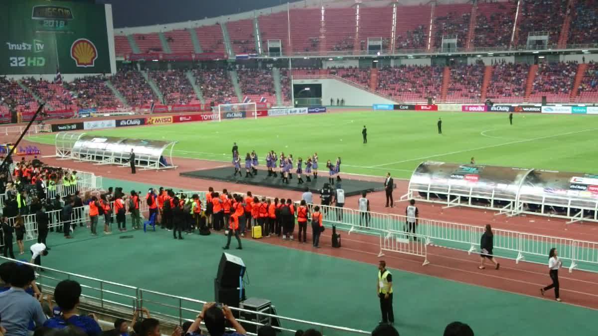 BNK48 แสดงสดเพลง Shonichi ที่สนามราชมังคลากีฬาสถาน
