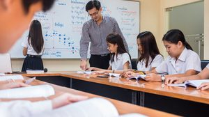 ศธ. เตรียมปรับครู 5 ปี ไม่ต้องสอบใบอนุญาตฯ เริ่มสอบหลักสูตร 4 ปี