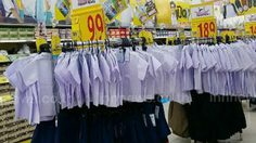 คึกคักรับเปิดเทอม! ห้างค้าปลีกกระหน่ำลดราคา 'ชุดนักเรียน'