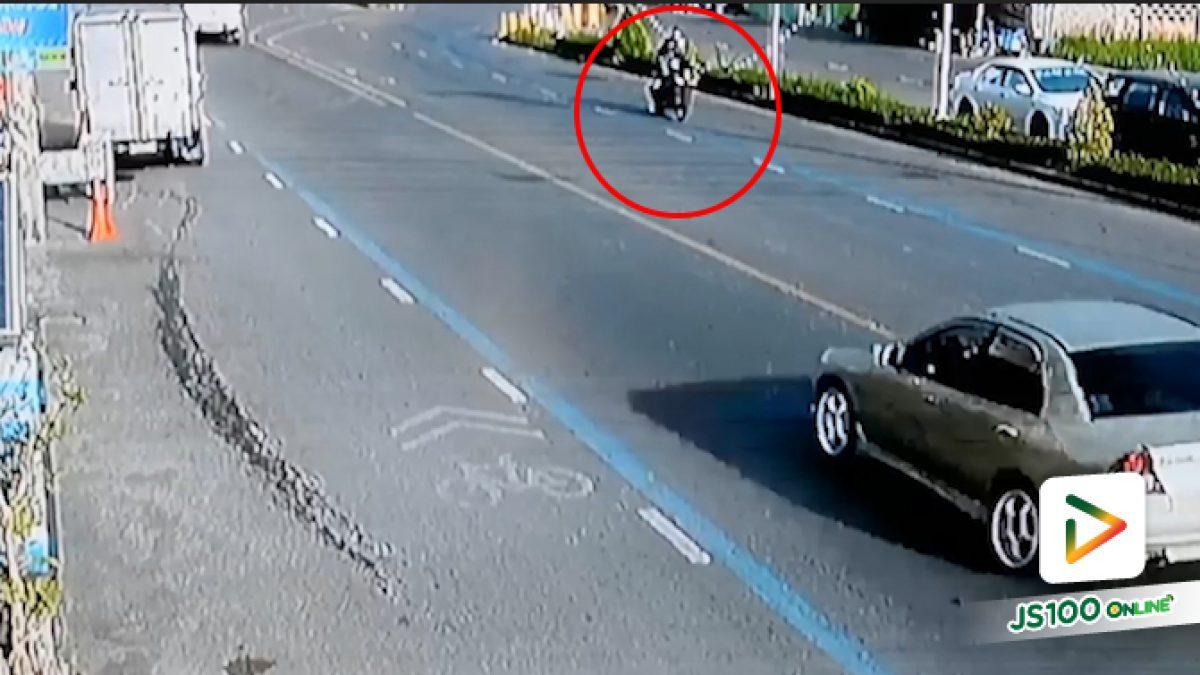 คลิปกระบะขับรถผิดเลน พุ่งชนบิ๊กไบก์เจ็บสาหัส 2 ราย (24-06-62)