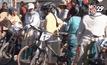 สาวพื้นเมืองโบลิเวียแข่งปั่นจักรยาน