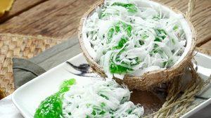 สูตร ขนมหยกมณี ขนมไทยหาทานยาก หอมกลิ่นใบเตย