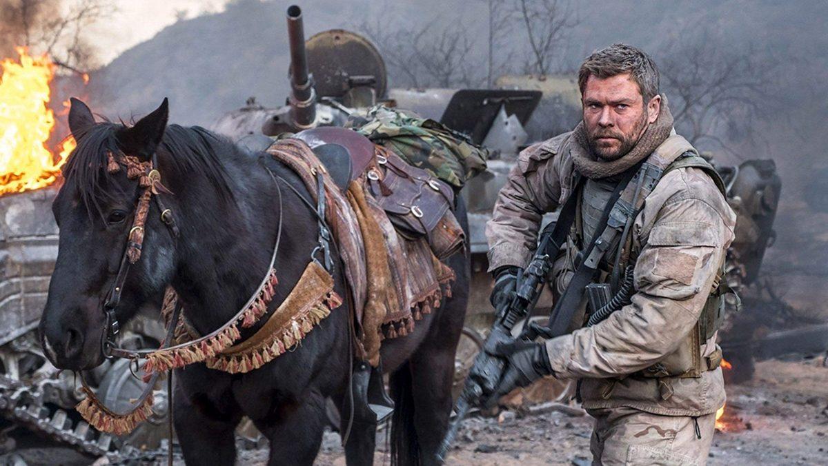 """จากเรื่องจริงสู่จอ """"คริส เฮมส์เวิร์ธ"""" ควบม้าลุยสงคราม ใน """"12 สตรอง"""" 17 ต.ค. MONO29"""
