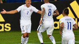ผลบอล : อเล็กซิส พลิกเกม!! ชิลี รัวท้ายเกมสองเม็ดเชือด แคเมอรูน 2-0 ประเดิมคอนเฟดฯ