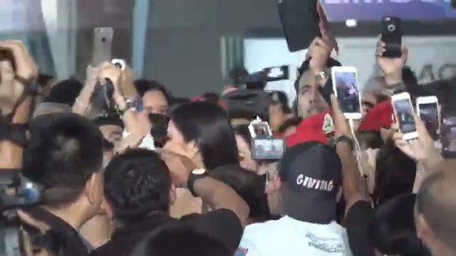แฟนคลับแห่ต้อนรับ น้ำตาล ชลิตา Miss Universe Thailand 2016 กลับประเทศไทย