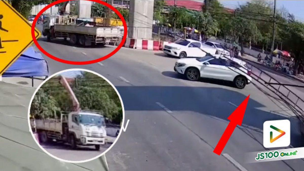 รถเครนกลับรถเกี่ยวสายไฟฟ้า เคราะห์ดีไม่มีใครบาดเจ็บ (07/03/2021)