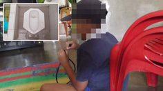 ครูประถมชาวอินโดนีเซียทำโทษนักเรียนด้วยการให้เลีย ส้วมซึม เพราะลืมเอาการบ้านมาส่ง