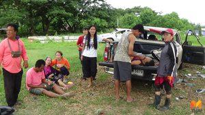 กระบะซิ่งพุ่งชนรถจอดข้างทาง ผู้รอดตายเชื่อบารมีพระพุทธชินราชคุ้มครอง